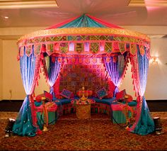 moroccan decor party - Mind blowing moroccan DIY decor, enjoy seeing 🤩🤩 moroccan living , moroccan furniture , moroc - Moroccan Theme Party, Indian Party, Moroccan Decor, Arabian Nights Prom, Arabian Nights Theme, Arabian Theme, Arabian Party, Aladdin Birthday Party, Aladdin Party