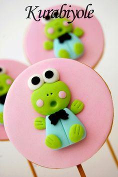 Cake by Kurabiyole Frog Cookies, Fondant Cookies, Galletas Cookies, Cookie Icing, Cute Cookies, Cupcake Cookies, Cupcake Toppers, Sugar Cookies, Cupcakes