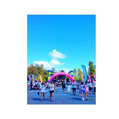 THINK BLUE: Beauty is in the eye of the beholder. #colorrun #thecolorrun #color #run #losangeles #california #LAlife #colorful #sky #happy #exciting #fun #nice #nature #beauty #sunnyday #Happiest5k #tropicolor  #カラーラン #ラン #カリフォルニア #楽しい #カラフル #カラー #ハッピー #ロサンゼルス #美は見る人の目の中にある by ikuko_0711