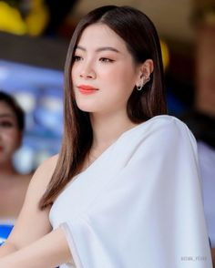 Discover recipes, home ideas, style inspiration and other ideas to try. Hair Pale Skin, Mario Maurer, Powerful Women, Asian Beauty, Most Beautiful, Photoshoot, Actresses, Long Hair Styles, Celebrities