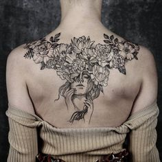 Impressive Back Tattoo Designs That Are Cool Masterpieces - Page 49 of 200 - CoCohots Pinup Tattoos, Sexy Tattoos, Cute Tattoos, Body Art Tattoos, Small Tattoos, Female Back Tattoos, Girl Leg Tattoos, Twin Tattoos, Chest Piece Tattoos