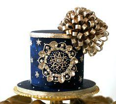 Christmas Ornament Cake!! by Eva Salazar