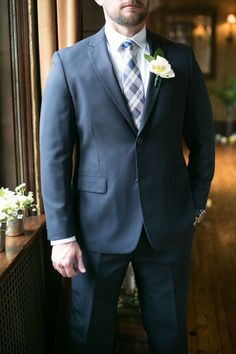Terno azul para o noivo - Groom in navy suit | Jessica Tucker Photography