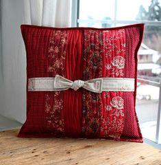 PatchworkPottery: Hummingbird Pillow