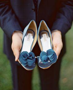 """Представляете приходит Ваш любимый к Вам и говорит: """"Я тут туфельки тебе купил..."""" Эх...мечта! На фото туфельки Badgley Mischka модель Thora. #badgleymischkashoes #badgleymischka #weddingshoes #wedding #свадебнаяобувь #свадебныетуфли #свадебныйсалон #туфлимечты #туфливналичии #туфлиневесты #невеста #eveningshoes #MyTager_com #свадебноеплатье #туфли #мода #любовь #bride #девочкитакиедевочки #красивоесвадебноеплатье #weddinginspiration #свадебныесалоныастана #bridalfashion #fashion #москва…"""