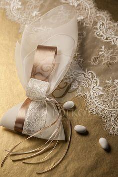 f524e34628e Beautiful wedding favor - bomboniere with satin and lace