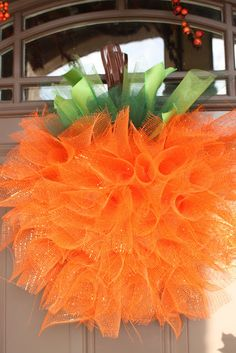 Mesh pumpkin wreath brightens your doorstep with the colors of fall (@ Watch Me Daddy)