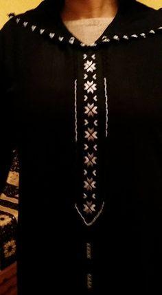 جلابة بالراندة سوداء مخدومة على يد المعلمة Meryem Om Yahya تصميم الرائع بالراندة على يد المعلمةMeryem Om Yahya صور الراندة معلمة الراندة