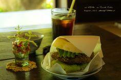 道のりを記憶に残して: 茅葺屋根のベーグル屋&カフェ『はなとね』さんで、車麩カツとアボカド入りベーグルサンドのランチを/神戸市北区の古民家カフェ