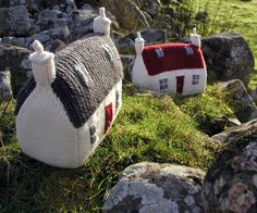 Julia Marsh. Knitting Pattern Scottish Red Roof Croft House