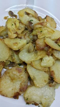 Papas con berenjenas y calabacín al ajillo - Sopars i plats guais - Vegetarian Recepies, Veggie Recipes, Cooking Recipes, Healthy Recipes, Eggplant Recipes, Minis, Macaroni And Cheese, Meal Planning, Breakfast Recipes