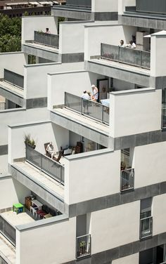 Image 8 of 18 from gallery of 114 Public Housing Units / Sauquet Arquitectes i Associats. Photograph by Jordi Surroca