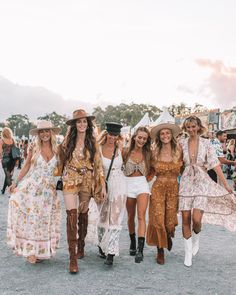 Spell & the Gypsy Collective – Women's online Fashion, boho clothing and accessories channelling our inner gypsy spirits – adornment of leather, feathers & turquoise. Mode Hippie, Mode Boho, Hippie Style, Music Festival Outfits, Coachella Festival, Festival Fashion, Lollapalooza, Cochella Outfits, Look Festival