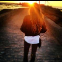 Vuelve a caer el sol un día más...m encanta esta foto en mi tierra #Cádiz  #unagaditanaenMurcia #buscameaesaxik #lifestyle #life #smile #happy #style #picoftheday #photooftheday #inspo #instacool #instago #all_shots #follow #webstagram #fashionblogger #Caleta #atardecer #beach #beatiful by buscameaesaxik