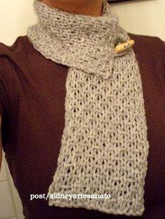 Oi pessoal, essa tipo de gola cachecol é muito fácil, sugiro colocar 20 pontos na agulha de trico e fazer no ponto arroz duplo, uma alcinha...