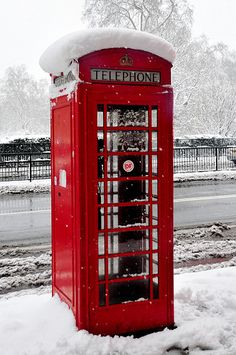 Red London Telephone Box - Oh the memories, coins, smells, chewing gum drafts London Boroughs, Telephone Booth, England And Scotland, London Calling, British Isles, London England, New York, Chewing Gum, London Snow