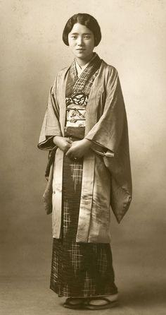 Photo, about 1930's, Japan. Images of women wearing haori (kimono short jacket) over their kimono are quite rare.