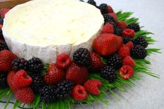 The Do's and Don'ts of cheese dessert platters! Very helpful Simple Centerpieces, Centerpiece Ideas, Appetizer Recipes, Appetizers, Dessert Platter, Cheese Dessert, Cheese Platters, Queso, Eat