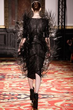 Iris Van Herpen (Voltage Haute Couture) Iris Van Herpen, Body Art, Touch, Fashion Design, Dresses, Haute Couture, Black N White, Vestidos, Body Mods