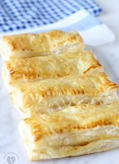 Peach Puff Pastry Our Peach Puff Pastry recipe with an irresistible homemade glaze is delicious and so quick & easy to make! It's made using peaches and puff pastry sheets. Peach Puff Pastry Our Peach P Peach Puff Pastry, Frozen Puff Pastry, Puff Pastry Sheets, Butter Puff Pastry, Easy Desserts, Dessert Recipes, Apple Desserts, Sweet Desserts, Dessert Ideas