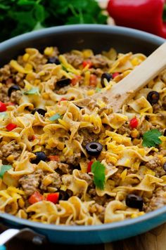 Who doesnt love Skillet dinners! This Taco Noodle Skillet is Recipes With No Yolk Noodles, Egg Noodle Recipes, Beef Recipes, Mexican Food Recipes, Dinner Recipes, Cooking Recipes, Healthy Recipes, Dinner Ideas, Pasta Recipes