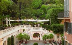 The Rocco Forte Hotel de Russie has earned its reputation as one of Rome's top 5-star luxury hotels for its tranquil gardens and courtyards hidden amongst the ancient landmarks, fashion boutiques, and historical sights of the city.