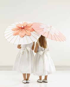 Parasols will be perfect for the flower girls to feel (and look) special!