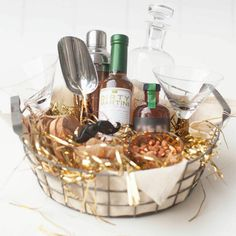 Gorgeous Gift Baskets So Easy to Copy, It's Ridiculous The perfect gift basket for the cocktail enthusiast Liquor Gift Baskets, Gift Baskets For Men, Basket Gift, Hamper Gift, Holiday Gift Baskets, Raffle Baskets, Wine Baskets, Homemade Gifts, Diy Gifts
