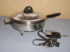 """VINTAGE WEST BEND LIFETIME 11"""" LIQUID OIL CORE ELECTRIC SKILLET FRY PAN/LID #7905E MADE IN USA. FOR SALE IN MY STORE: https://www.ebluejay.com/Ads/item/6148430"""