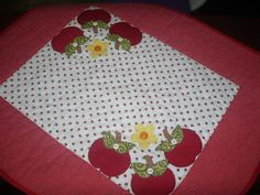 Toalha confecionada com tecidos 100% algodão.  * As cores e estampas podem variar de acordo com o gosto do cliente. R$89,00