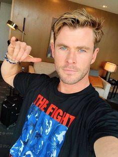 Chris Hemsworth with no makeup on Chris Hemsworth Thor, Chris Evans, Hemsworth Brothers, Hipster Hairstyles, Ladies Hairstyles, Brown Hairstyles, American Hairstyles, Hairstyles 2018, Men Hair Styles