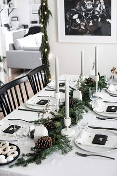 These Christmas table setting ideas are so cute for Christmas in July party ideas! I'm so glad I found these Christmas table centerpieces and for a simple Christmas table! Now I have some great whimsical Christmas table decor ideas to try in our home! Natural Christmas, Beautiful Christmas, Simple Christmas, Christmas Home, White Christmas, Christmas Dinners, Elegant Christmas, Christmas Recipes, Christmas Gifts