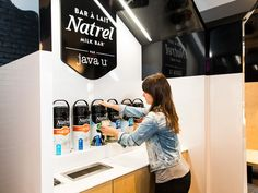 As part of a repositioning plan begun in 2014, Natrel has completed another key step in its brand redeployment. It seized the opportunity to engage more closely with its customers by reaching them at their daily stop: Montreal cafés! In partnership with t…