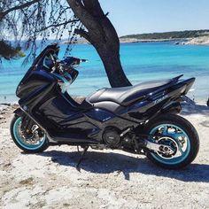 "150 mentions J'aime, 2 commentaires - Tmax France (@tmaxfrance) sur Instagram : "" Noir & bleu Ciel # #tmax #tmaxfrance #francetmax #tmax530 #luxmax #530 #ironmax #tuning #bike…"" Scooter Yamaha, Motorcycle Bike, Scooter Custom, Custom Bikes, Tmax Yamaha, Honda Pcx, Iron M, Scooter Design, Big Boyz"