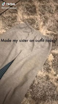 Diy Clothes Videos, Clothes Crafts, Sewing Clothes, Custom Clothes, Diy Fashion Hacks, Fashion Tips, Diy Fashion Videos, Fashion Quiz, 80s Fashion