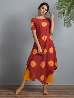 This features a set of kurta with palazzo pants. Tie-dye kurta in modal silk with lining and asymmetrical hemline is perfect for summers. Kurta Patterns, Dress Patterns, Kurta Designs Women, Blouse Designs, Indian Dresses, Indian Outfits, Summer Dresses Online, Kurta With Pants, Indian Designer Wear