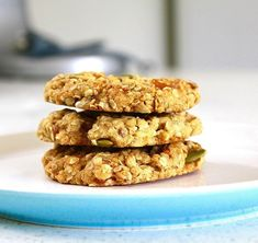 Zdravé jablečné sušenky bez mouky a cukru jsou za 10 minut hotové – magnilo Pumpkin Breakfast Cookies, Vegan Oatmeal Cookies, Oatmeal Cookie Recipes, Lactation Cookies, Oat Cookies, Dessert Sans Gluten, Gluten Free Desserts, Cookie Kate, Breakfast Recipes