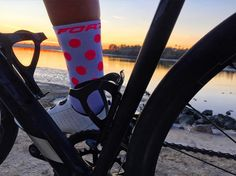 Sunset <><><><><><><><>><><<><><><> #optoutside #outdoors #sunset #photo #photooftheday #cycling #sockdoping #bicycling #instadaily #instamood #forze #feeltheforze #pink #fitness #motivation #gymlife #mygym #cardio #legday #love #color #sun by forze_tri