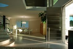 Synua door in stainless steel.