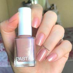 No photo description available. Essence Gel Nail Polish, Cute Nail Polish, Nail Polish Colors, Cute Nails, Pretty Nails, Manicure, Gel Nails, Nail Paint Shades, Golden Nails