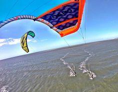 Sempre bom ter um brother de olho por perto...  #zoião #irmandade #jeri #kitesurf #cabrinha #fonekites #cabrinhakites #downwind by rodportela