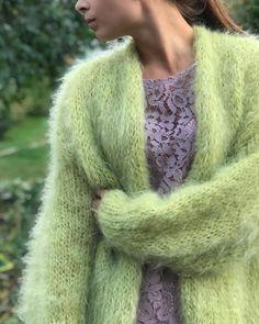 Cardigan Sweaters, Angora Sweater, Gros Pull Mohair, Green Cardigan, Vest, Jacket, Diy Costumes, Hand Knitting, Women's Fashion