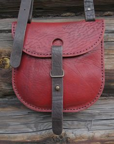 Click-to-Close leather mini-purse with interesting strap-loop-pin closure, on twosky.ru