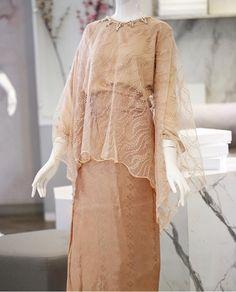 Source by brokat Kebaya Muslim, Kebaya Modern Hijab, Kebaya Hijab, Kebaya Lace, Kebaya Dress, Dress Pesta, Modest Fashion Hijab, Muslim Fashion, Fashion Dresses
