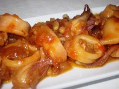 Bienmesabe: Calamares en salsa picante Food N, Food And Drink, Spanish Kitchen, Salsa Picante, Spicy Dishes, Fish And Seafood, Tapas, Macaroni And Cheese, Bacon