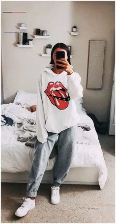 29 Fashion Teenage Ideas To Look Cool And Fashionable 29 Fashion Teenage-Ideen, die cool und modisch aussehen Teenager Mode, Teenager Outfits, College Outfits, Comfy College Outfit, Teenager Fashion, Freshman High School Outfits, Comfy Travel Outfit, Church Outfits, Cute Lazy Outfits