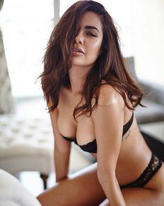 Esha Gupta Latest Hot Photoshoot_15