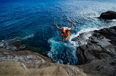 The ultimate guide to the best cliff jump spots on Oahu, Hawaii. From 70ft cliffs, to epic waterfall cliff jumps in the middle of the jungle!