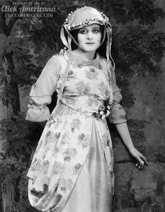 Fame has drawbacks, says actress Theda Bara (1916)