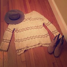 Free People Linus Pullover Women's size medium, comfy & cozy, high/low design, cream color. In great condition, gently worn once. Free People Sweaters